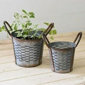 Set of 2 Vented Olive Round Baskets